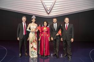 Hoa hậu Tiểu Vy xuất hiện thần thái bên David Beckham