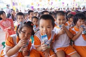 Xung quanh dự án Sữa học đường