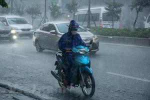 Áp thấp nhiệt đới tiếp tục gây mưa to đến rất to ở Trung Bộ