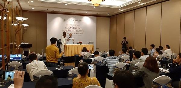 Ông Nguyễn Chấn tại buổi gặp gỡ báo chí