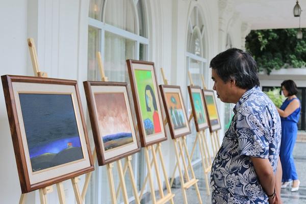 Những bức họa sơn dầu của nhà thơ Nguyễn Quang Thiều
