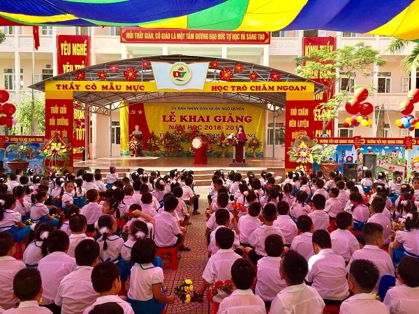 Thầy và trò Trường Tiểu học Quang Trung phấn khởi bước vào năm học mới