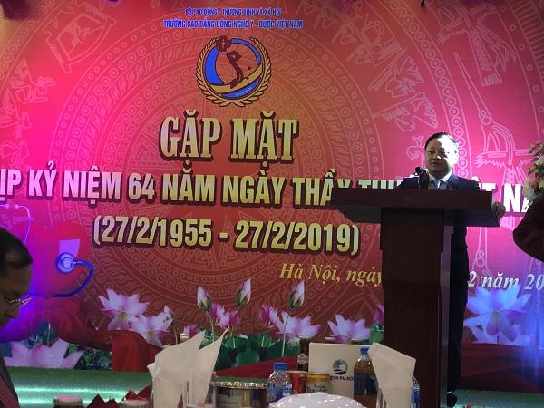 Ông Nguyễn Văn Tuấn, Hiệu trưởng nhà trường phát biểu buổi gặp mặt