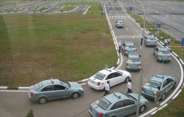 Hình ảnh một trung tâm sát hạch giấy phép lái xe tại Hà Nội.