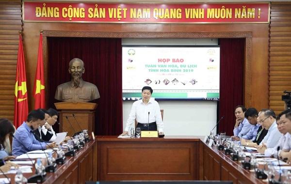 Ông Nguyễn Văn Chương, Phó Chủ tịch UBND tỉnh Hòa Bình phát biểu tại họp báo