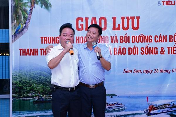 Tổng biên tập Nguyễn Quốc Hùng giao lưu văn nghệ cùng lãnh đạo của Trung tâm