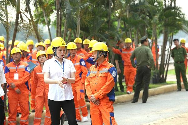 Bà Đỗ Nguyệt Ánh trực tiếp chỉ huy tại hiện trường diễn tập