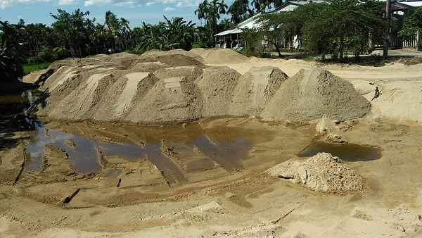 Điểm tập kết cát của hộ ông Nguyễn Bá Văn