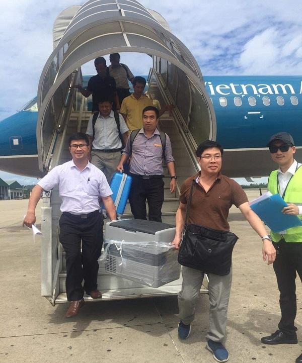 Tim và gan từ người cho chết não tại Hà Nội được vận chuyển vào Huế để ghép cho 2 bệnh nhân.