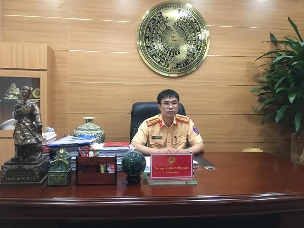 Thượng tá Hoàng Tiến Nam - Trưởng phòng PC08 Công an tỉnh Hải Dương trao đổi với phóng viên.