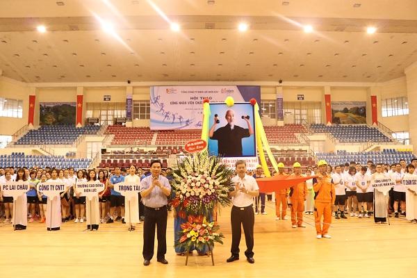 Đại diện tổ trọng tài tuyên thệ