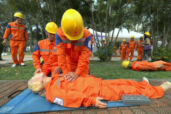 Tình huống sơ cứu nạn nhân trong khi thực hiện diễn tập