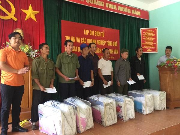 Tạp chí điện tử Tri Ân và các doanh nghiệp tặng quà cho các gia đình thương binh, liệt sỹ, người có công tại tỉnh Hà Giang