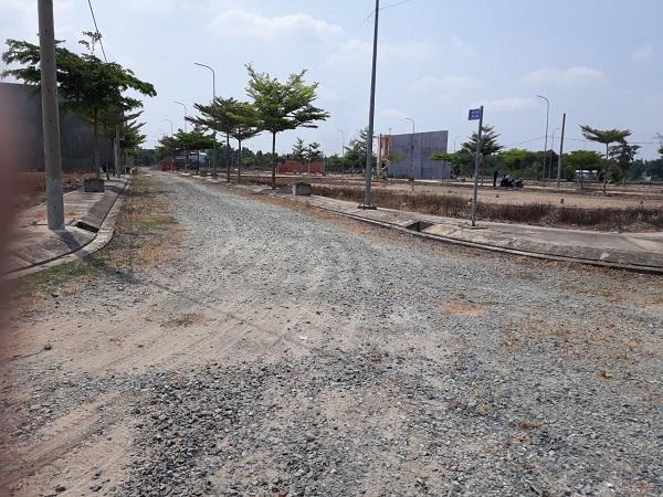 Bên trong dự án, cơ sở hạ tầng chưa được hoàn thiện.