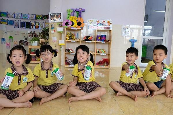 Mục tiêu quan trọng của Chương trình Sữa học đường là cải thiện dinh dưỡng cho trẻ, tập trung vào giải pháp uống sữa nhằm đảm bảo cung cấp protein, canxi, vitamin D...