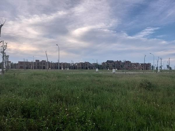 Dự án khu chung cư và biệt thự cao cấp kết hợp thương mại và dịch vụ với tổng vốn đầu tư 22,8 tỷ đồng, bỏ hoang nhiều năm.