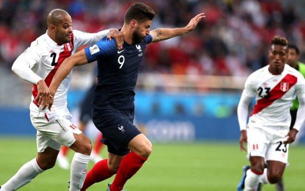 Giroud không ghi bàn nhưng biết cách tạo khoảng trống cho các đồng đội. Ảnh: Fifa.com.