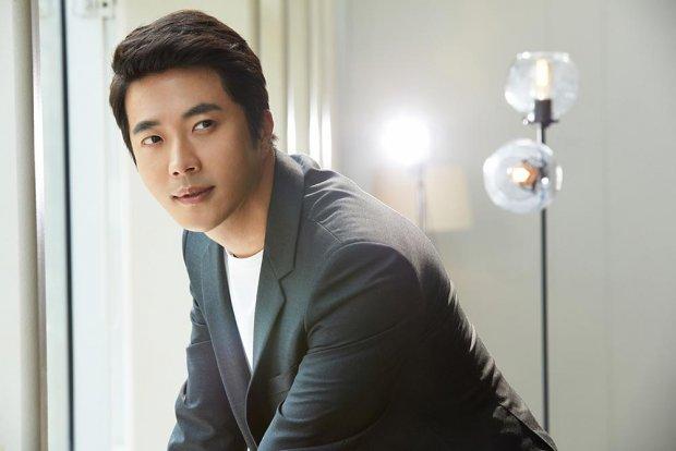 Sau nhiều đồn đoán, tài tử Nấc thang lên thiên đường Kwon Sang Woo chính thức xác nhận đến Việt Nam