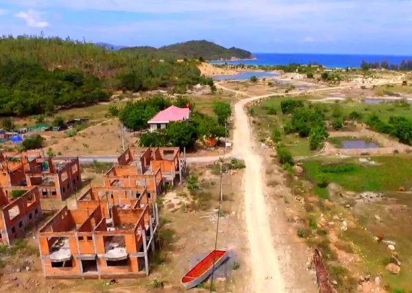 Sau 13 năm triển khai, Khu du lịch Bình Tiên trở nên hoang tàn đến xót xa.