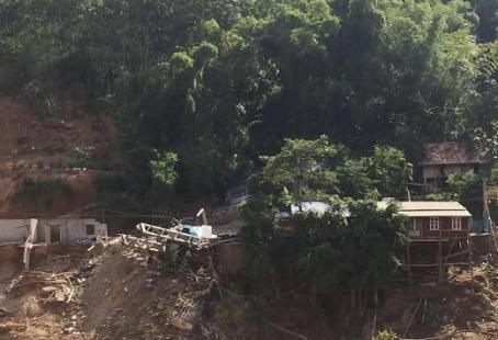Xã miền núi Trung Thành vẫn bị chia cắt do cầu bị cuốn trôi