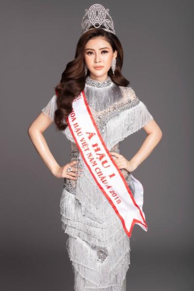 Á Hậu Lý Kim Thảo phủ nhận mặc váy nhái Phạm Hương