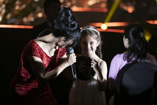 """Hồng Nhung: """"Tôi mơ hát lên niềm hạnh phúc của mình"""""""