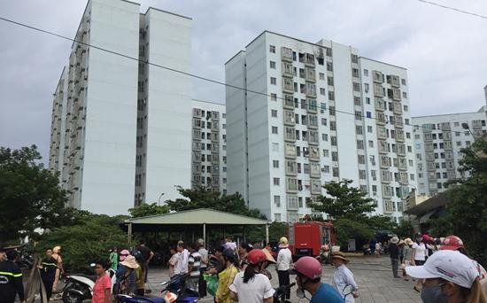Cháy căn hộ tầng 12 chung cư, người dân cuống cuồng tháo chạy