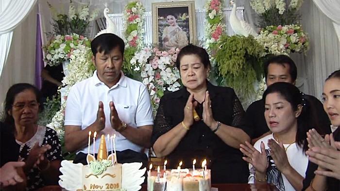 Gia đình Á hậu Thái nén đau thương để tổ chức sinh nhật lần thứ 33 cho cô.
