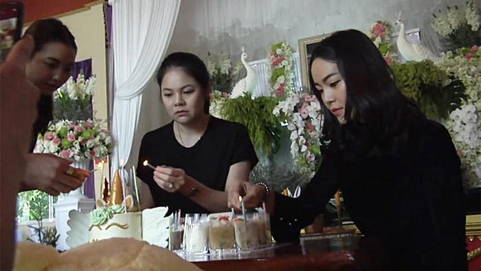Gia đình nuốt nước mắt tổ chức sinh nhật sau 4 ngày tang lễ cho Á hậu tử nạn cùng tỉ phú Vichai