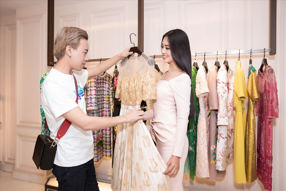 Hoa hậu Tiểu Vy tất bật váy áo tham dự Miss World 2018