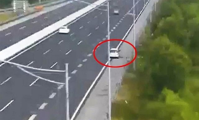 Xử lý nghiêm xe ô tô lùi trên cao tốc Hà Nội - Hải Phòng