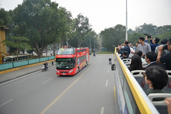 ha noi co them tuyen xe bus 2 tang moi phuc vu tham quan du lich