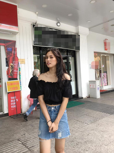 "Hoa hau Tieu Vy ngay cang len doi gu thoi trang ""chat lu""-Hinh-2"