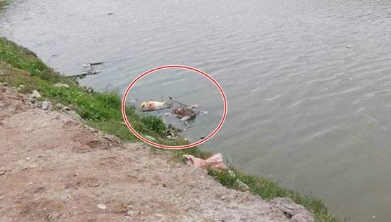 Phát hiện thi thể phân hủy trên sông, hai tay bị trói