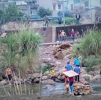 Hàng lậu tự do qua biên giới Quảng Ninh - ảnh 1