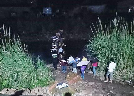 Hàng lậu tự do qua biên giới Quảng Ninh - ảnh 2