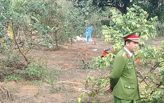 Người đàn ông chết bất thường sau vườn nhà