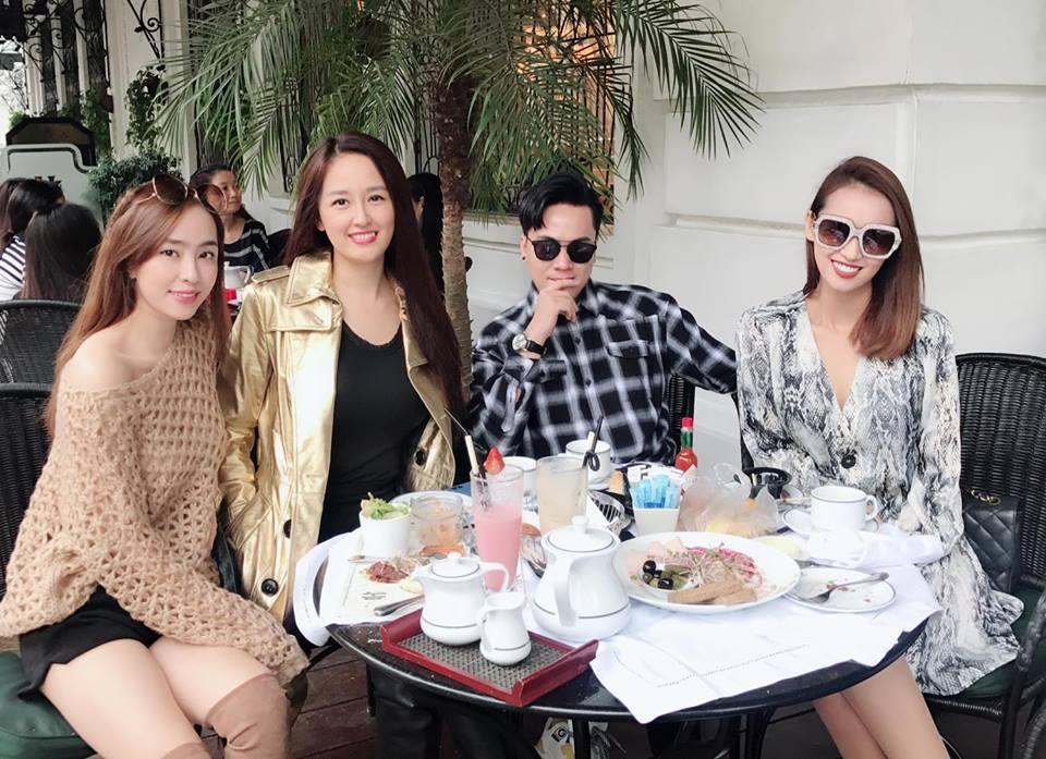 Nhóm bạn thân toàn 'trai xinh gái đẹp' của showbiz Việt