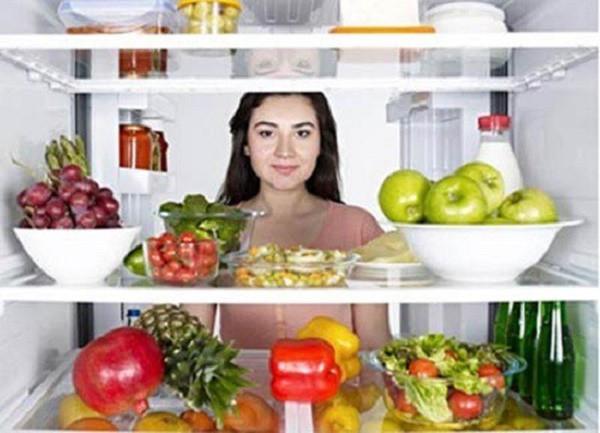Không nên đưa quá nhiều thực phẩm vào tủ lạnh dễ gây ô nhiễm thực phẩm. Ảnh minh họa.