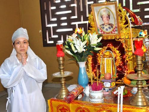 Bố Việt Hương đột ngột qua đời, NSƯT Hoài Linh và nhiều đồng nghiệp động viên nữ nghệ sĩ - Ảnh 1.