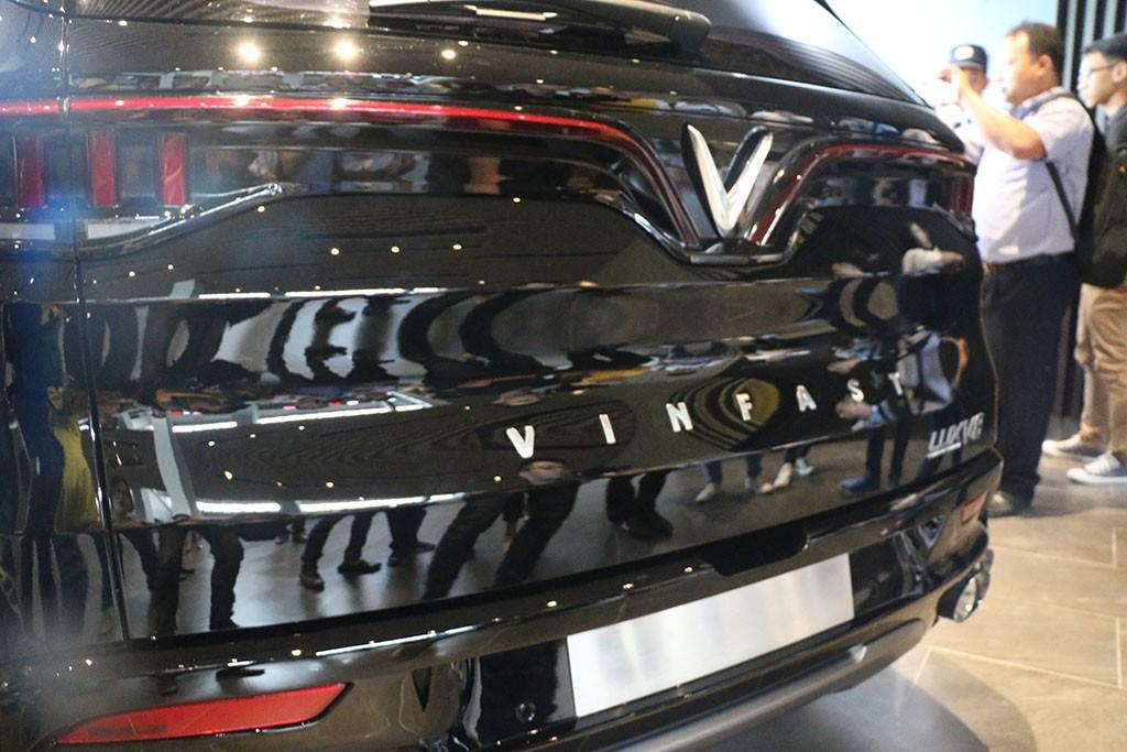 Cận cảnh chiếc LUX V8 tại nhà máy VinFast: Mẫu xe kì vọng phá kỉ lục trong dòng SUV - Ảnh 3.