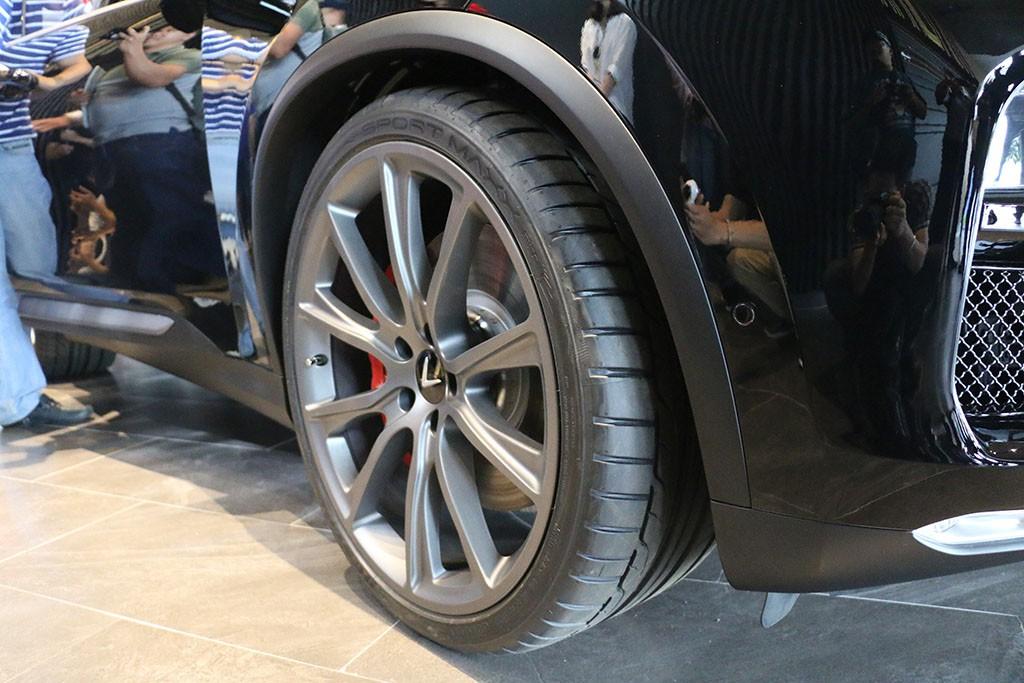 Cận cảnh chiếc LUX V8 tại nhà máy VinFast: Mẫu xe kì vọng phá kỉ lục trong dòng SUV - Ảnh 4.