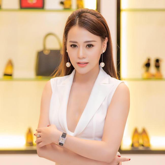 Tuổi 30, Phương Oanh Quỳnh búp bê sở hữu căn hộ cao cấp, xế hộp tiền tỉ - Ảnh 9.