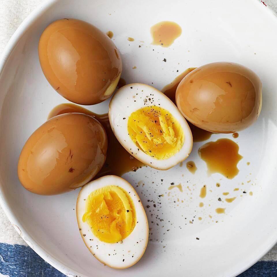 Bí ẩn trứng gà đắt gấp 20 lần trứng thường gây xôn xao khắp chợ  - Ảnh 1.