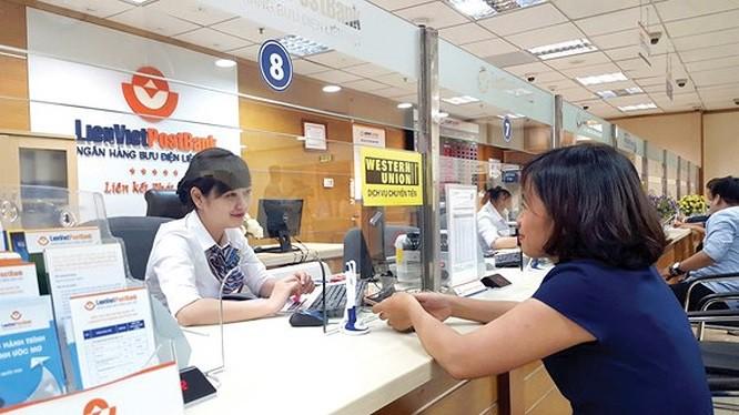 Một Phó Tổng LienVietPostBank muốn bán sạch cổ phiếu đang nắm giữ - Ảnh 1.
