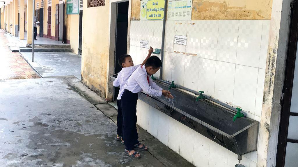 Gói thầu Thi công xây dựng công trình thuộc Dự án Nhà vệ sinh công cộng Trung tâm Y tế huyện Tân Yên lựa chọn nhà thầu qua mạng. Ảnh: NC st