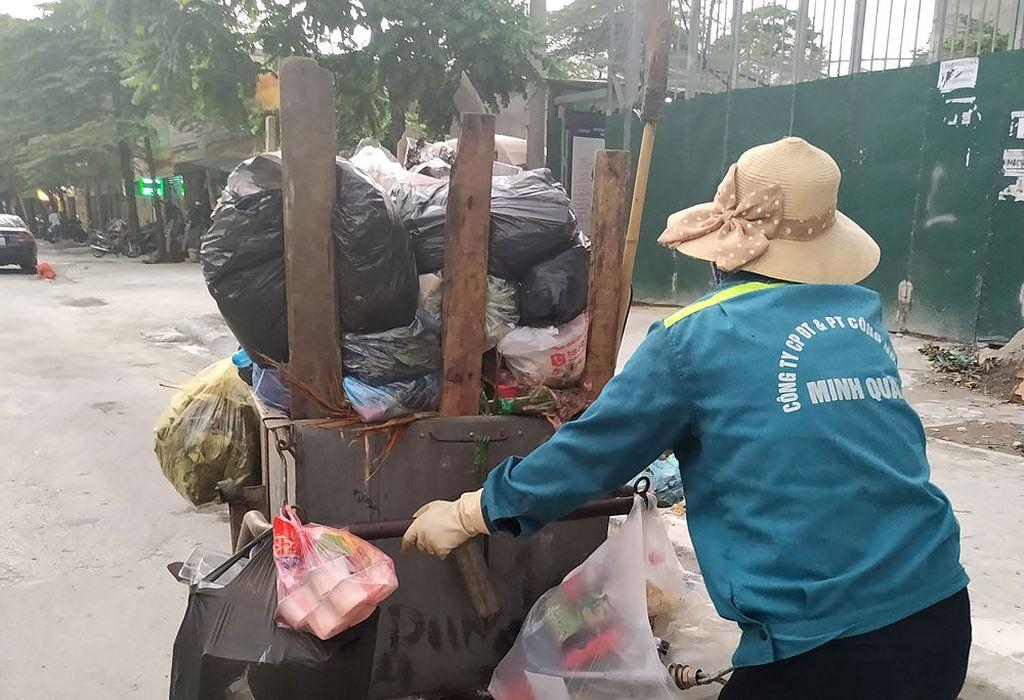 Năm 2017, Công ty CP Đầu tư và Phát triển công nghệ cao Minh Quân trúng 6 gói thầu dịch vụ vệ sinh môi trường tại Hà Nội, với tổng trị giá hơn 1.150 tỷ đồng. Ảnh: Đạt Lê