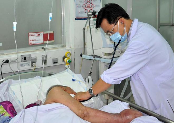 Chăm sóc bệnh nhân tại một  bệnh viện công ở TP.HCM /// Duy Tính