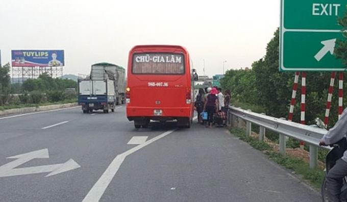Tổng cục đường bộ Việt Nam đề nghị mở đợt cao điểm xử lý nghiêm những vi phạm dừng, đỗ xe trên đường cao tốc. Ảnh: TL