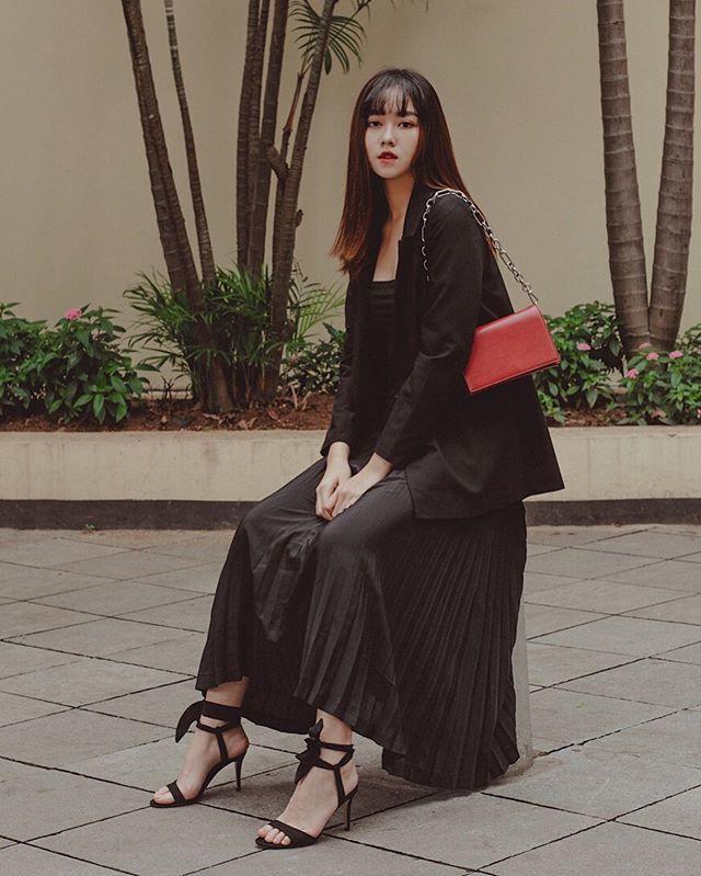 Á hậu Tường San chuộng mốt áo trễ khoe vai trần gợi cảm